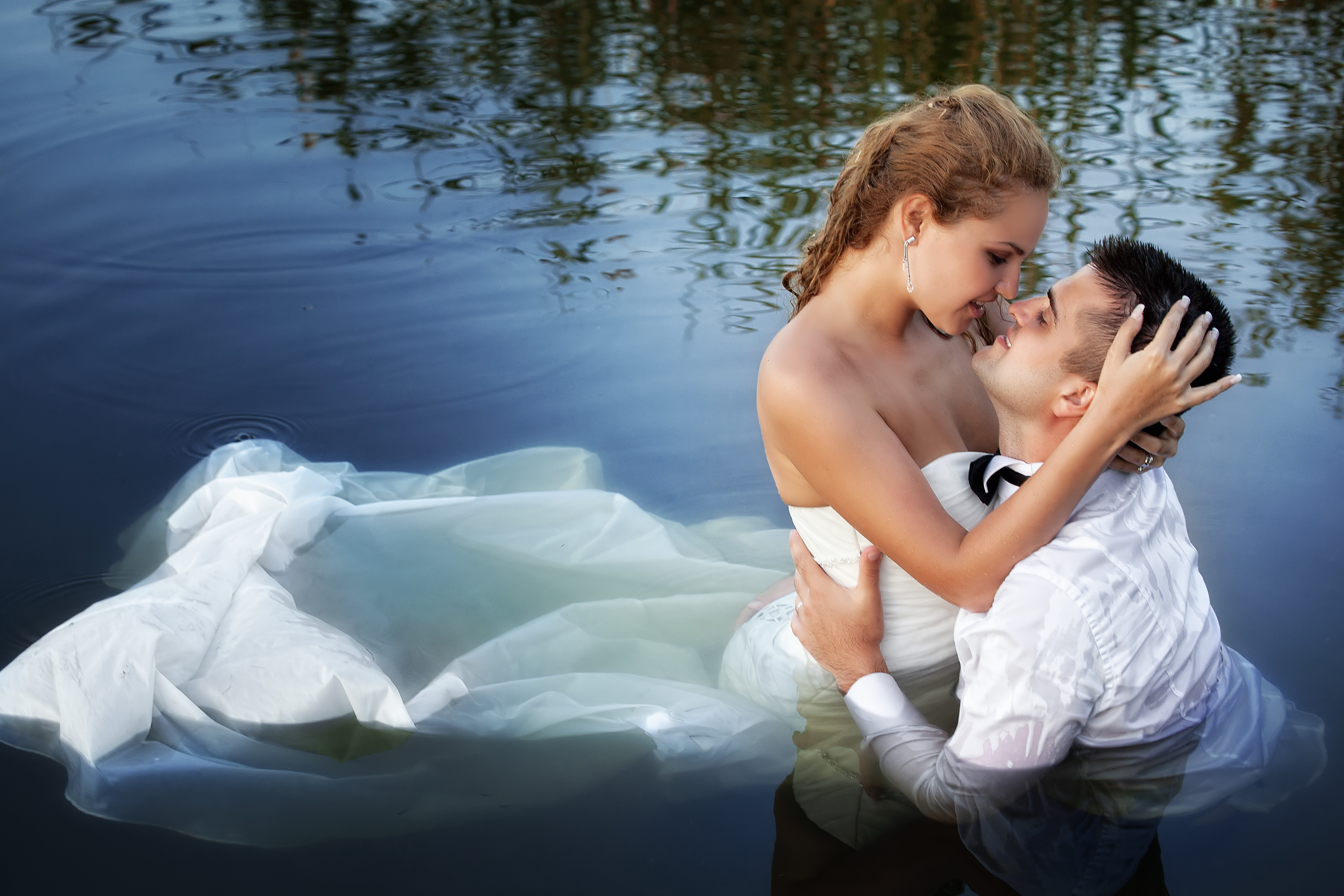 trash-the-dress-wedding-photography-water-bride-groom.jpg